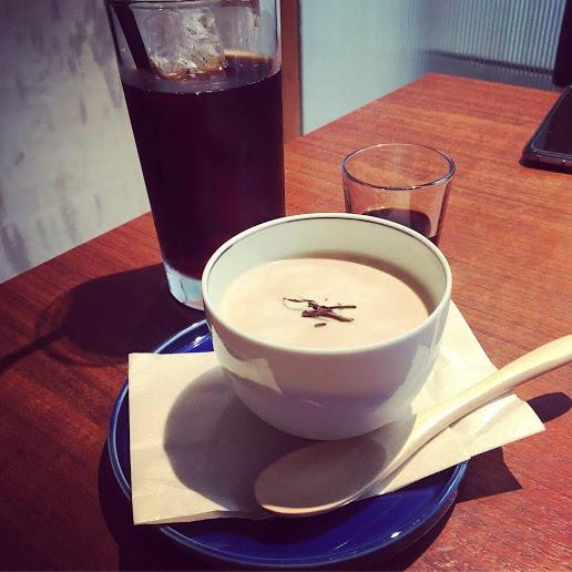 【京都御所目の前辺りにあるウッディでスタイリッシュなカフェ&ギャラリー】タイム堂cafe&shop