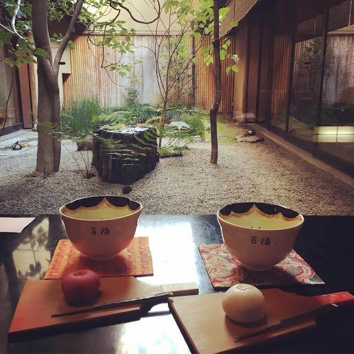【京都で人気の老舗和菓子店!お正月らしいお饅頭で新しい年を】 鶴屋吉信