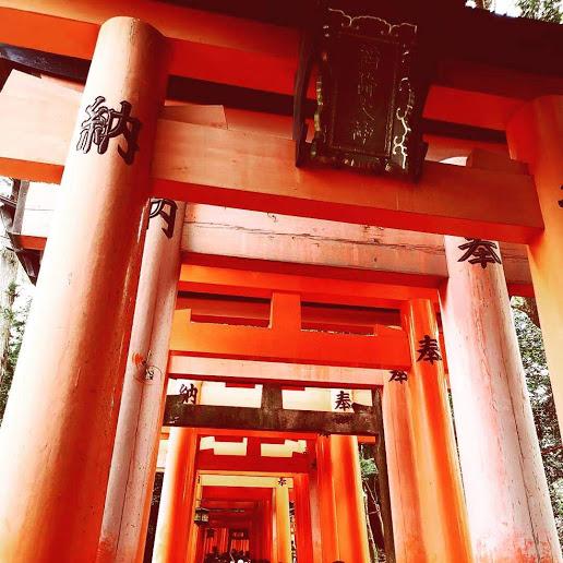 【インスタで人気の ずらりと連なる美しい朱色の千本鳥居のある神社へ】伏見稲荷大社(ふしみいなりたいしゃ)