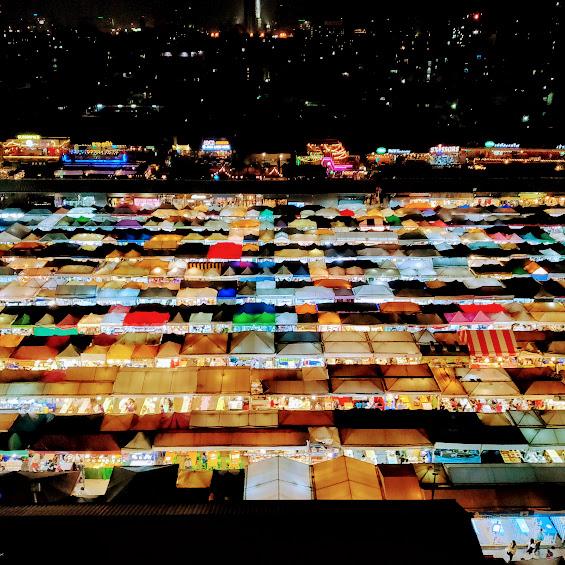 【バンコクで人気のインスタ映えナイトマーケットへ】ラチャダー鉄道市場