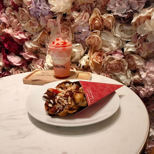 【バンコクエンポリアムの中にできたお花の壁カフェへ】Another Day Desserts(アナザーデイ・デザーツ)